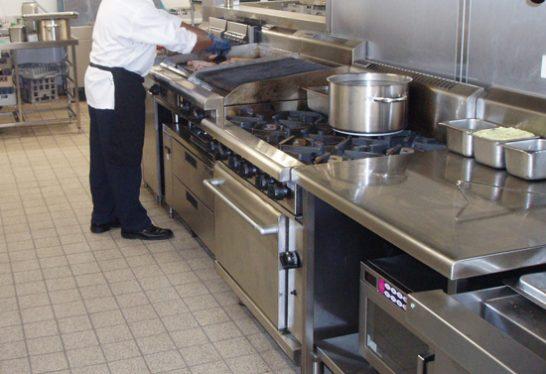 pavimento_scivoloso_cucina_ristorante